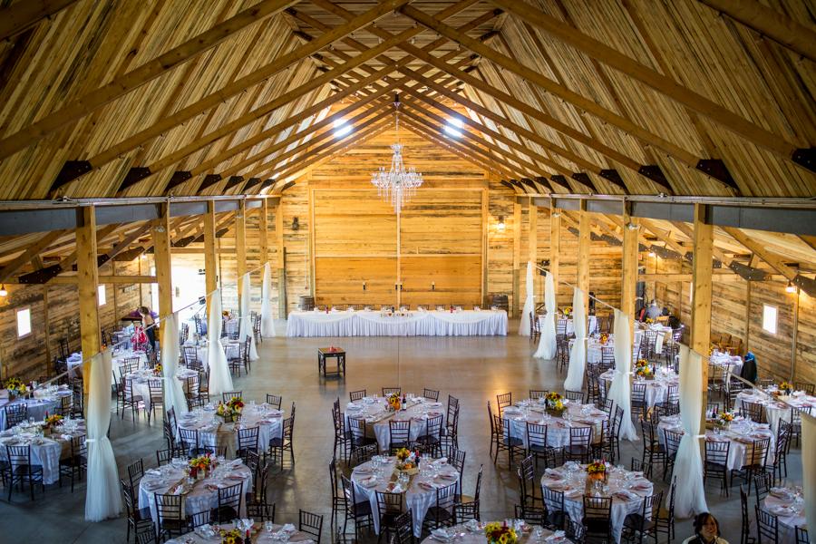 Calgary Photographer | Willow Lane Barn | Weddings
