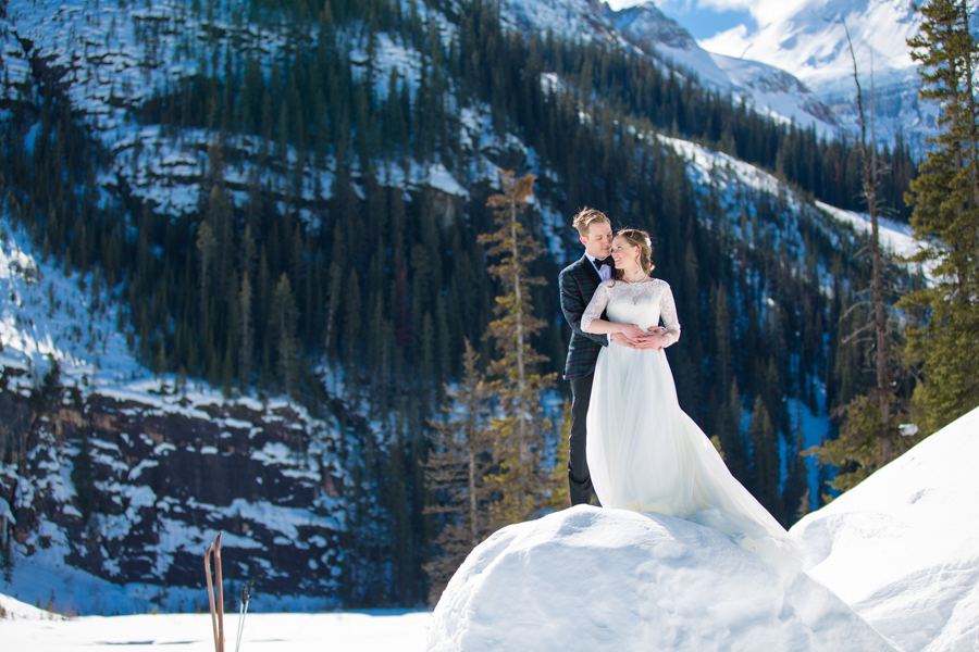Deer Lodge wedding bride and groom