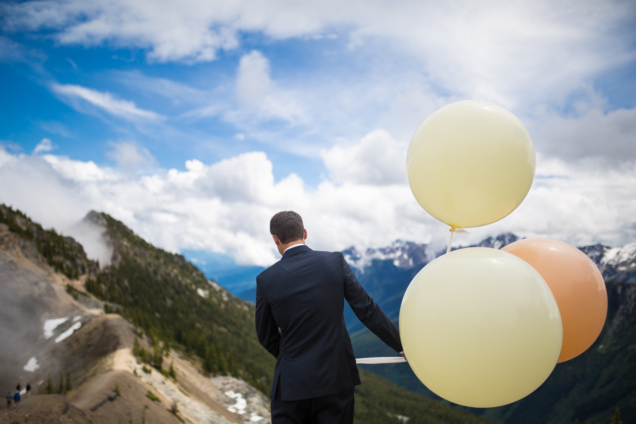 balloon release fo rift look on top of a mountain