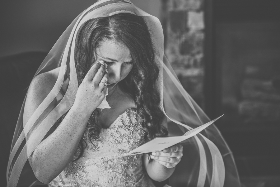 bride reading her note form her soon to be husband