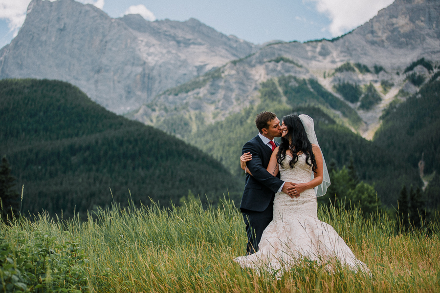 brides in the mountains, first look pictures in Canmore, Bride wearing a veil, first look pictures in the mountains