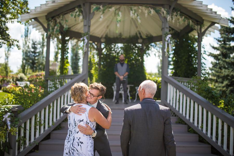 Hastings lake gardens, alberta wedidng photographer, Award winning wedding photography, Calgary wedding photographer