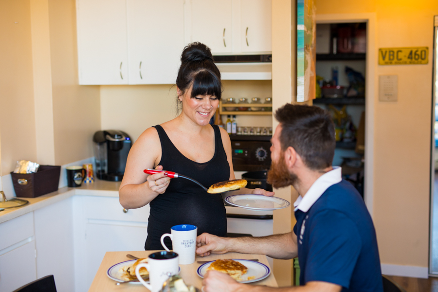 lifestyle maternity photos in the kitchen