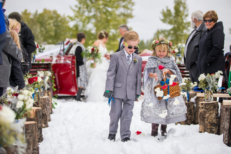 outdoor winter weddings in Hinton Alberta