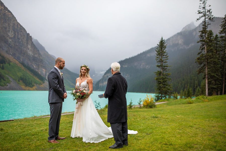 where to get married without people at moraine lake