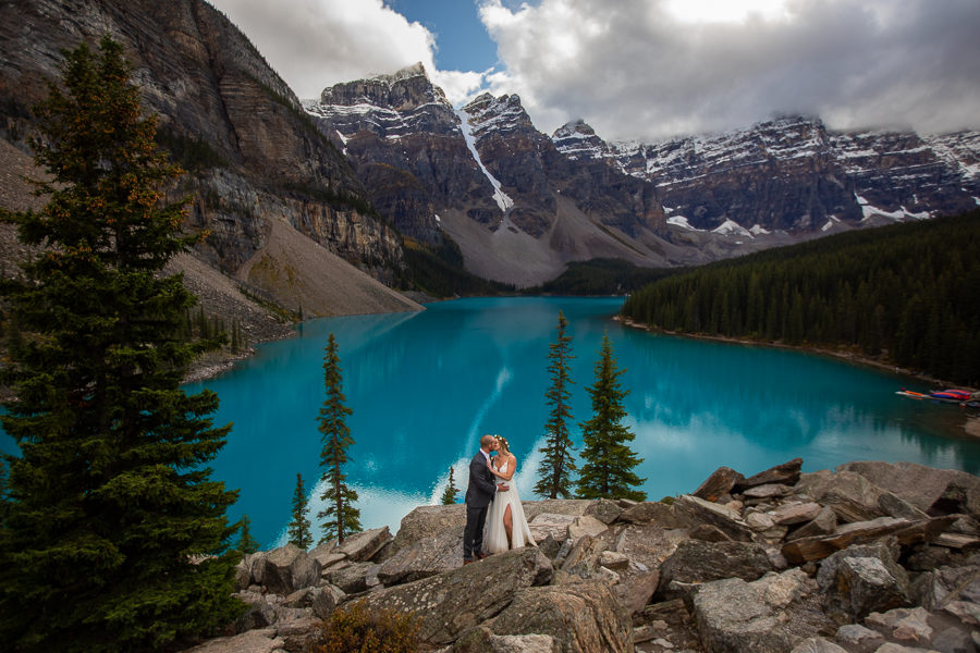 Elopement at moraine lake - elope at moraine lake - plan a moraine lake elopement