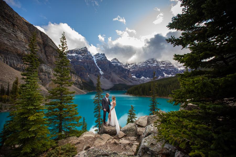 moraine lake couple calgary wedding photographer
