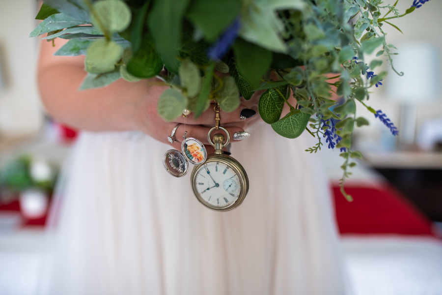 details to add to your wedding flowers of lost relatives