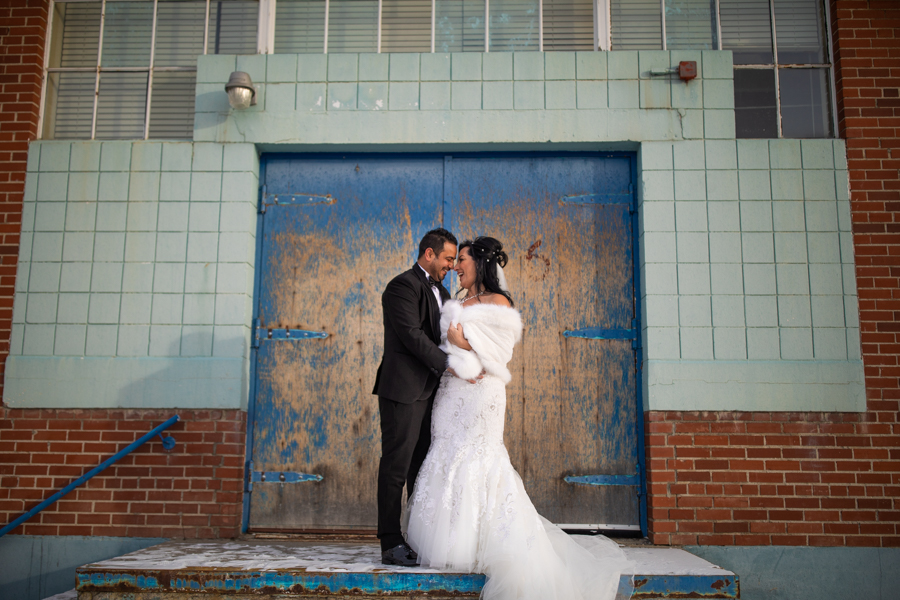 Wedding couple in Downtown calgary