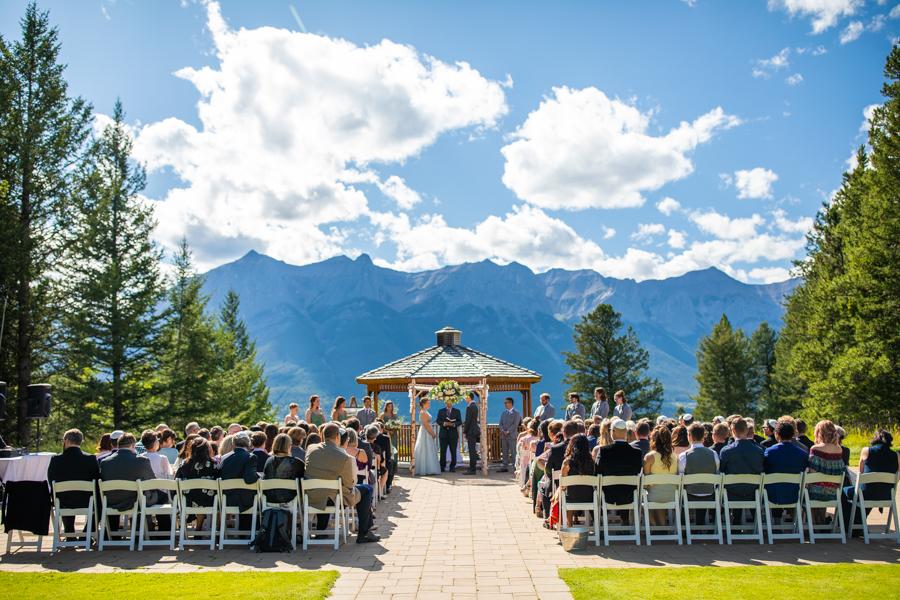 canmore wedding venue - Silvertip golf resort - Silvertip weddings - outdoor ceremony silvertip