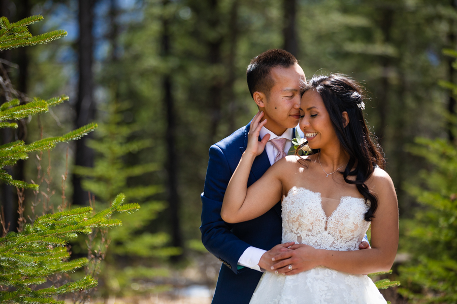 couple eloping in Canmore silvertip