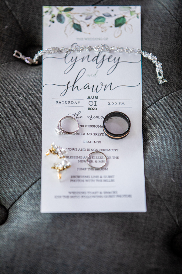 invitation and rings for the wedding day