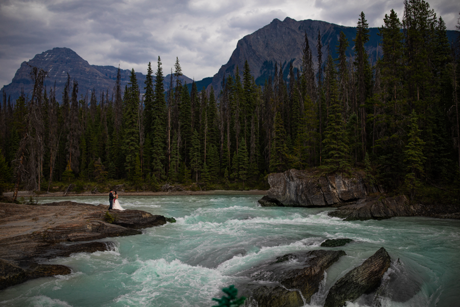 natural bridge emerald lake wedding photos