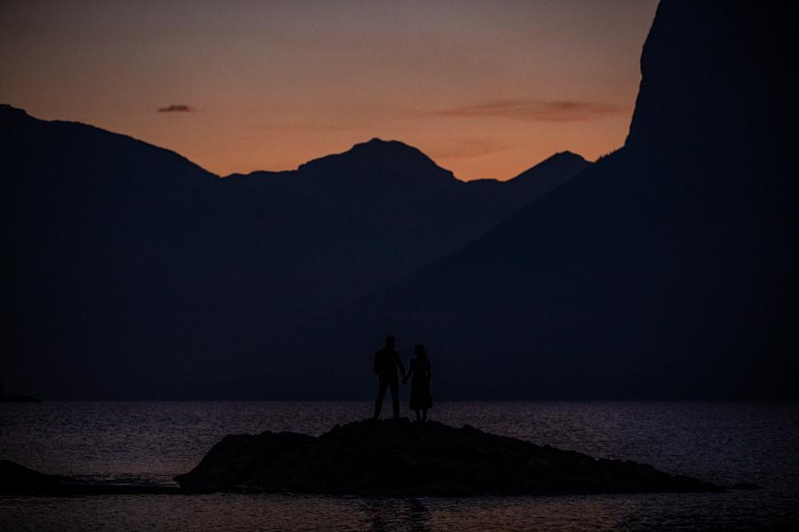 sunrise photos at lake minnewanka
