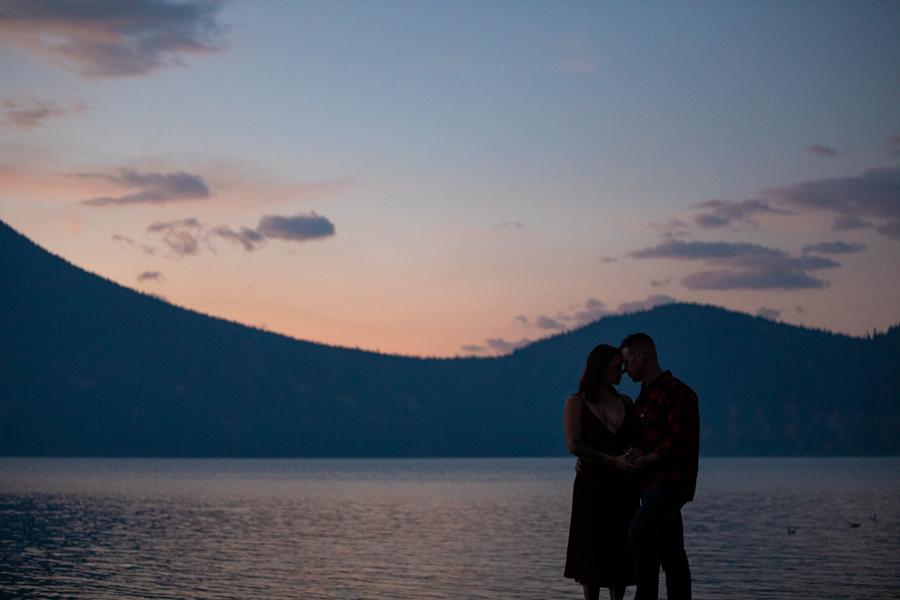couple in the sunrise at lake minnewanka