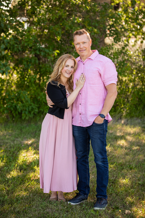 husband and wife wearing pink, Matching Family outfit Ideas