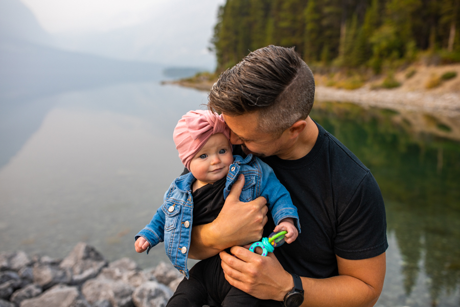 dad kissing daughter for a mountain Family adventure session